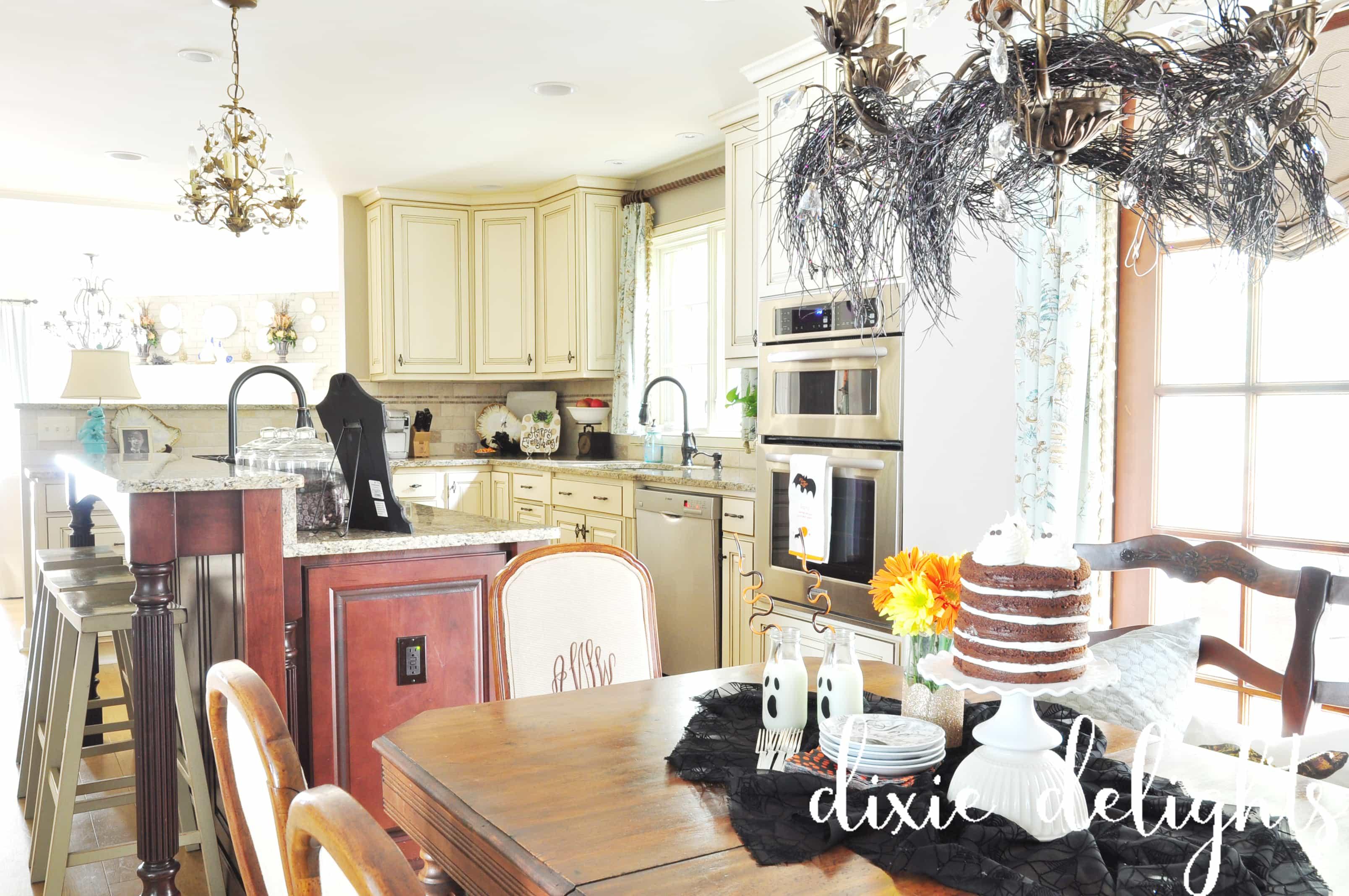 Halloween House {Creepy Crawly Den + Kitchen} – Dixie Delights
