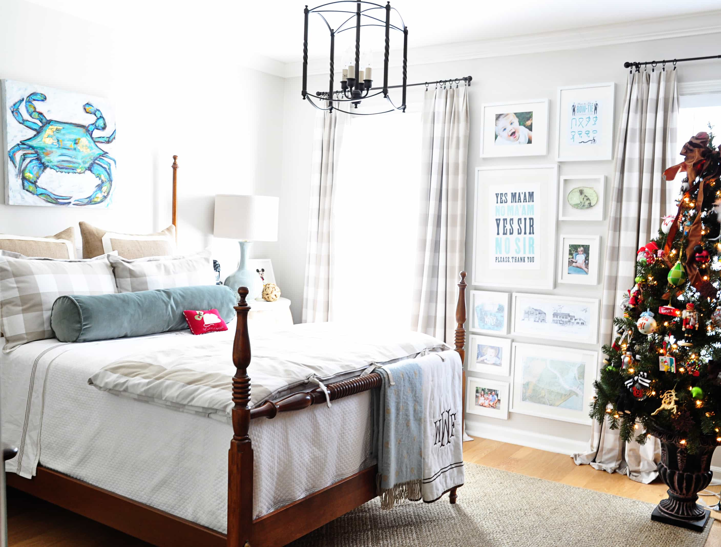 Lovely The guest room also gets a little tree and swaths of garland on each bed post Mother and Daddy O put trees up for guests in every bedroom and I love doing