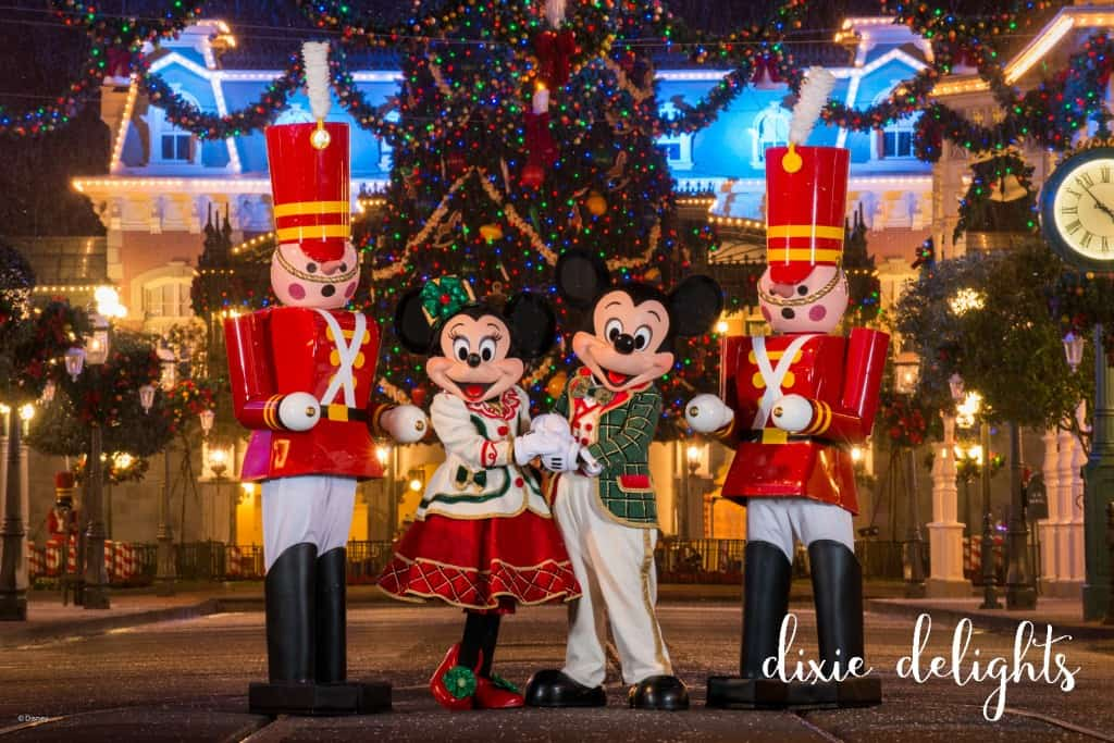 PhotoPass_Visiting_Mickeys_Very_Merry_Christmas_Party_7515371584