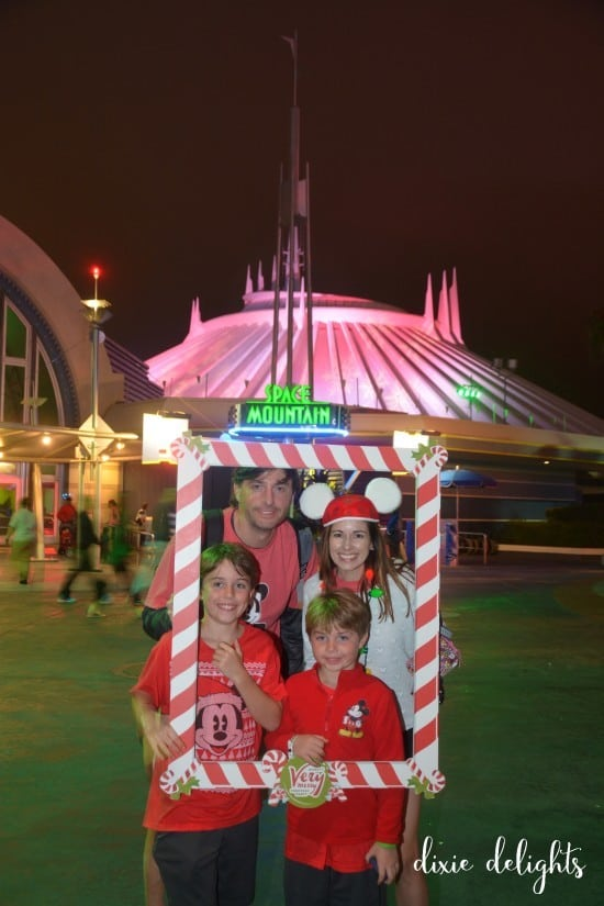 PhotoPass_Visiting_Mickeys_Very_Merry_Christmas_Party_7541329606