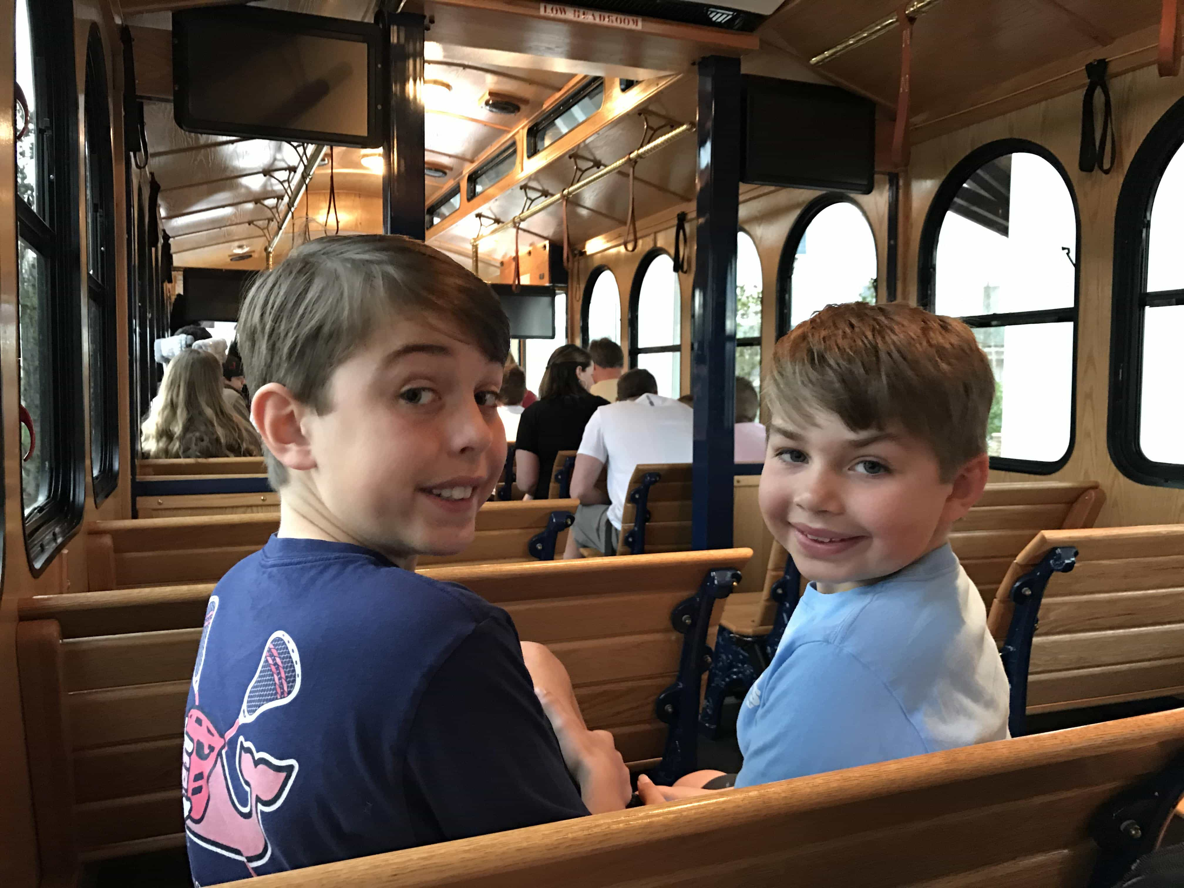 Tour of Tennessee {Dixie Stampede + Dollywood} – Dixie Delights