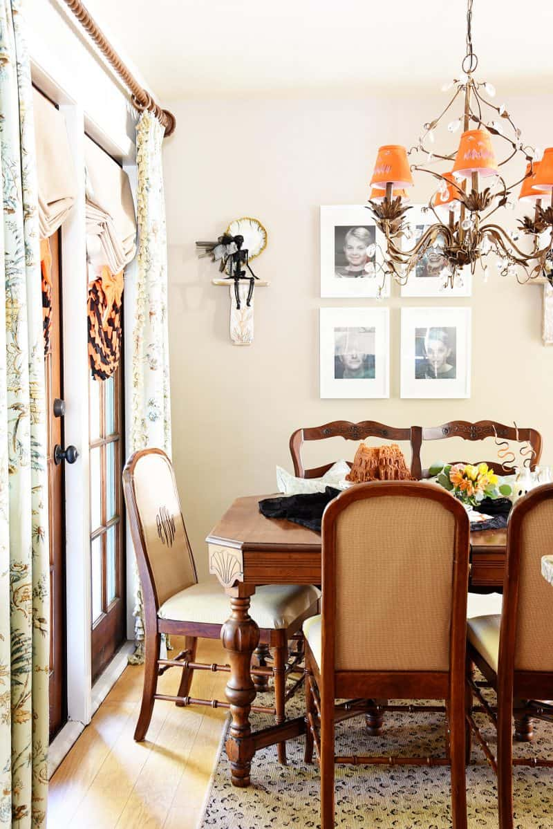 A haunted halloween kitchen dining room dixie delights for Haunted dining room ideas